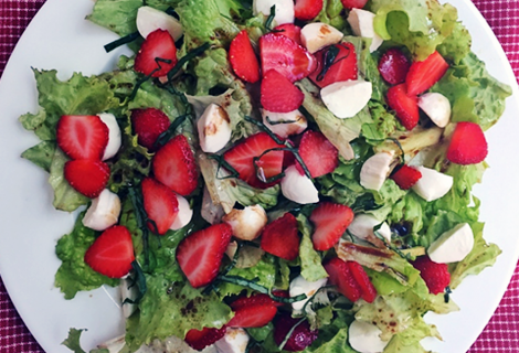 Strawberry Salad with Mozzarella and Balsamic Vinaigrette